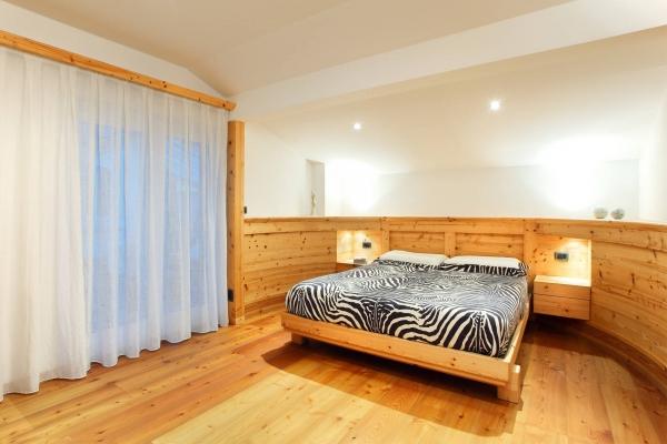 camera letto legno naturale