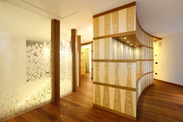 parete curva legno decorata a mano