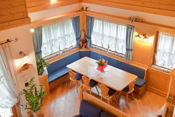 soggiorno legno tradizionale angolo pranzo