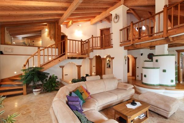 soggiorno scale legno su misura