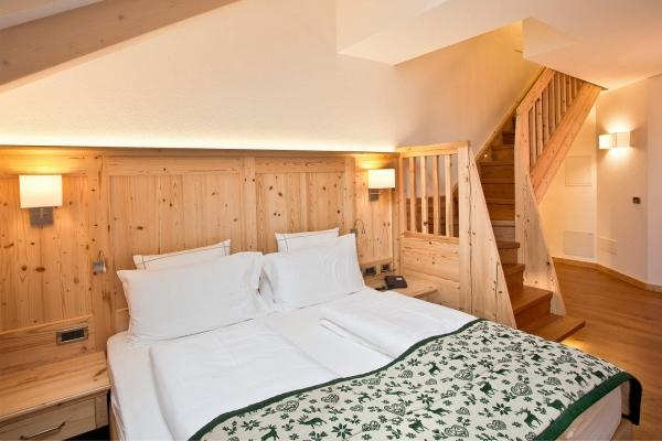 camera hotel legno naturale chiaro