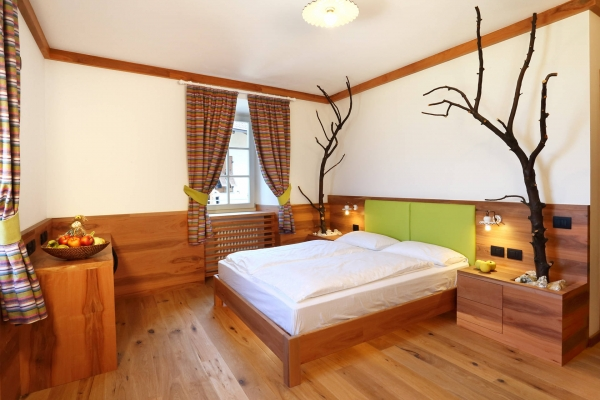 camera legno melo agriturismo hotel