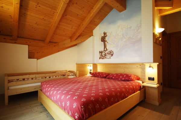 camera mansardata legno hotel tradizionale