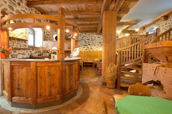 bancone sala ristorante arredo legno tradizionale