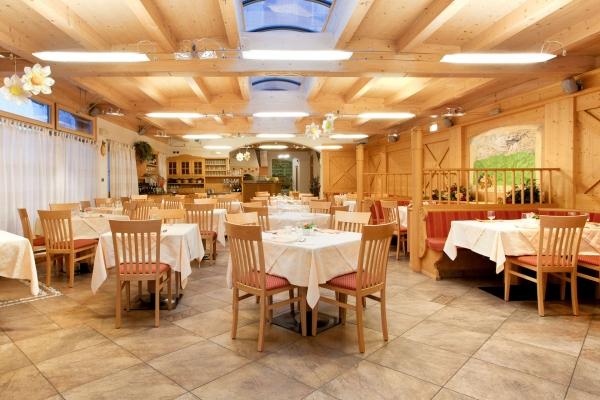 ristorante arredato legno naturale su misura