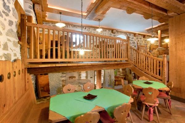 ristorante tradizionale arredo legno su misura
