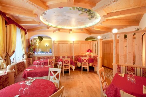 sala legno naturale ristorante tipico tradizionale