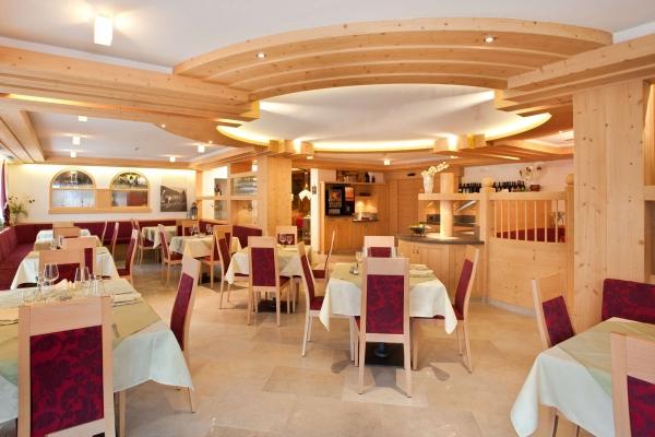 sala pranzo legno su misura ristorante hotel