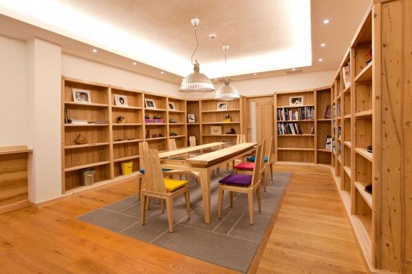 sala riunioni aziendale legno personalizzata