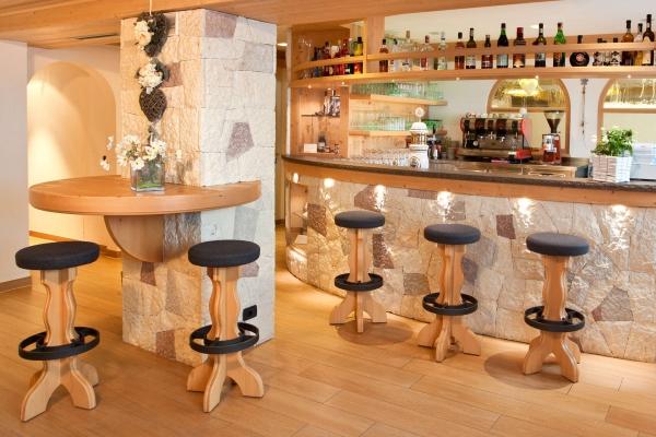 sgabelli bar legno naturale design tradizionale